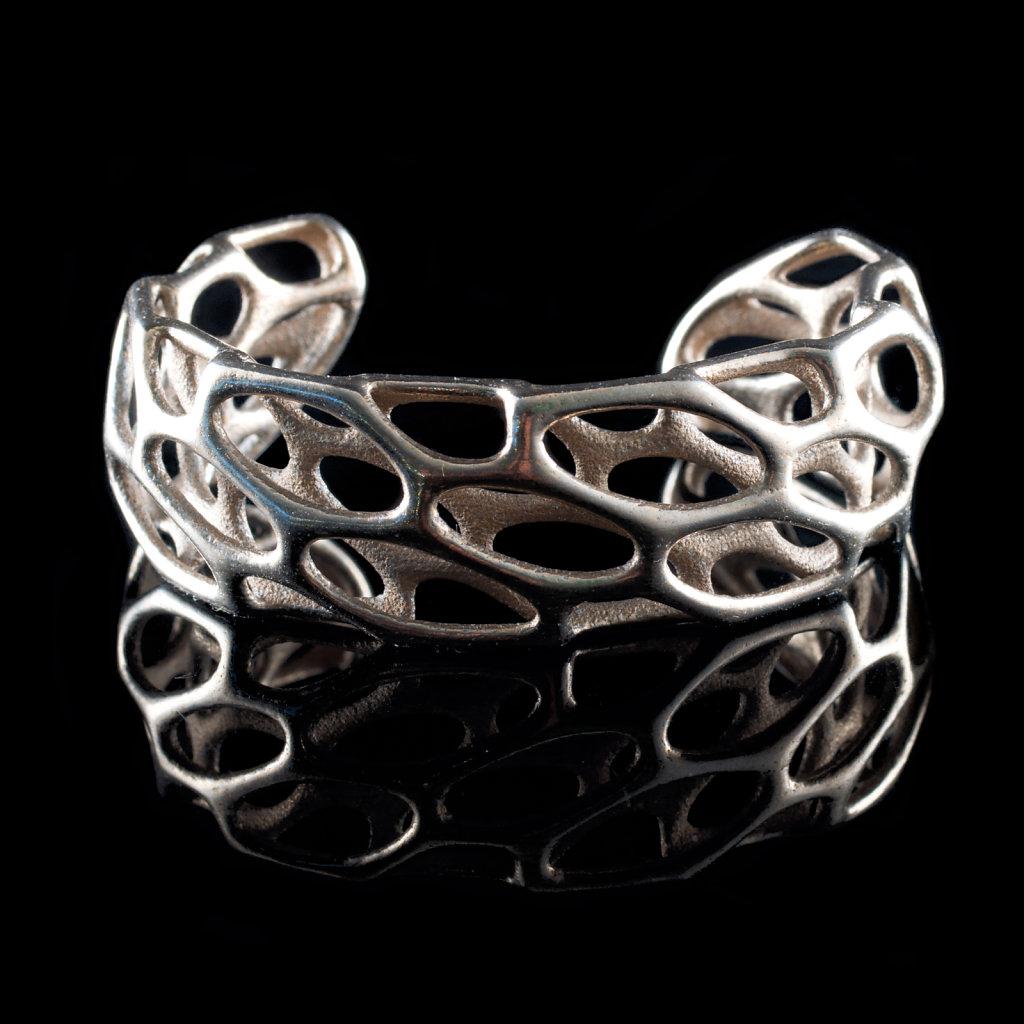 42-porous-cuff-steel-blackbg.jpg