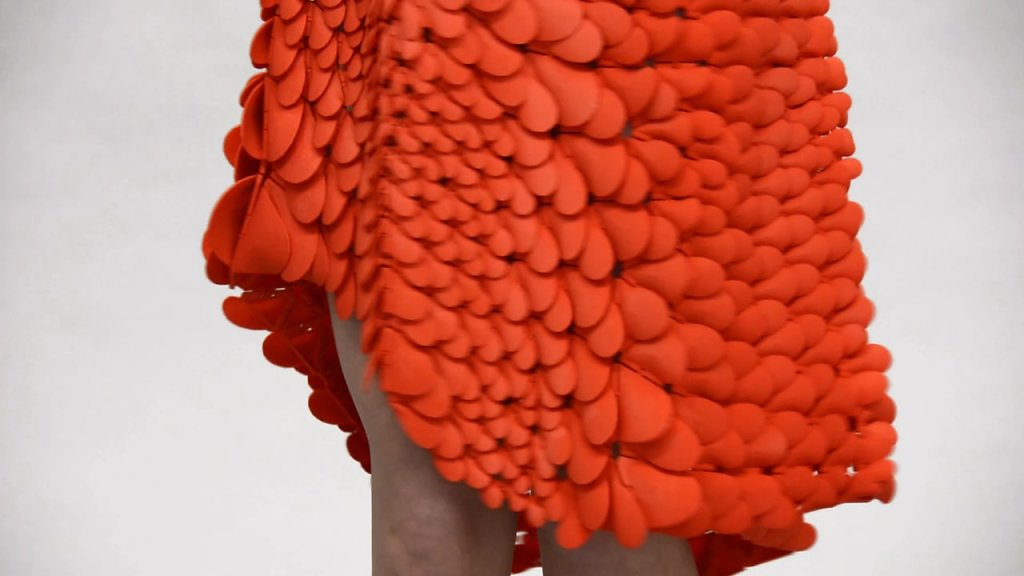 video: Kinematic Petals Dress - 3D-printed gown in motion
