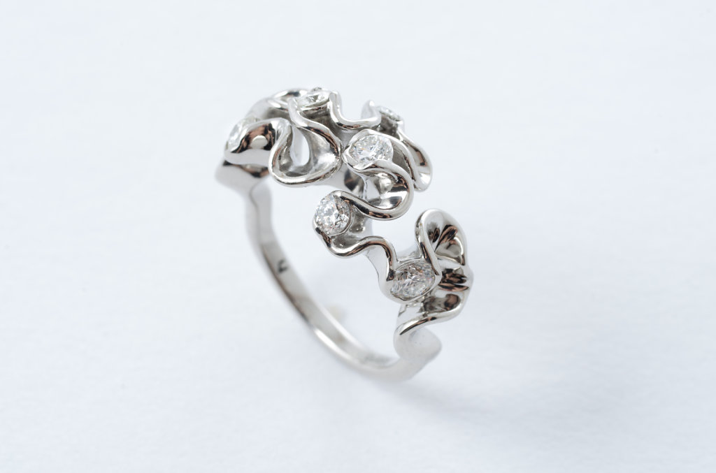 6-stone florescence ring